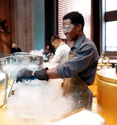 preparazione del nitro ice cream